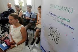 Algunos jóvenes participantes en la sesión de clausura del seminario internacional