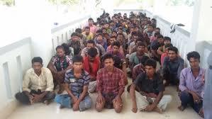 Hombres abandonados por traficantes de personas en alta mar