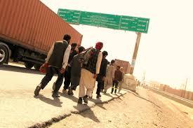 Migrantes afganos vuelven a casa tras ser deportados de Irán