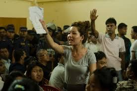 Mujeres activistas se oponen a un nuevo proyecto de Constitución