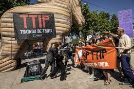 Una de las muchas movilizaciones contra el Tratado Transatlántico de Comercio e Inversiones