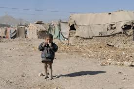 Un pequeño refugiado afgano
