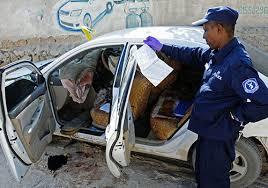Un policía investiga el asesinato de la periodista somalí Hindia Haji Mohamed,
