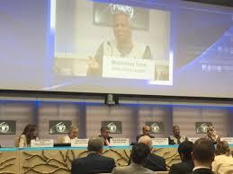 Muhammad Yunus se dirige a los participantes del lanzamiento de la Alianza por la Seguridad Alimentaria